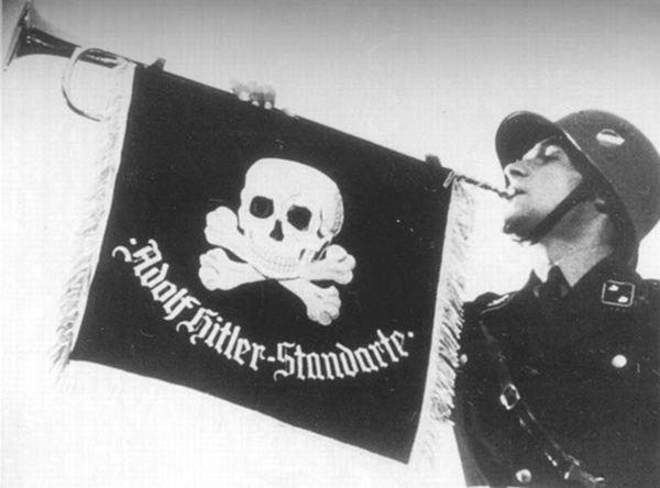 ss_totenkopf hitler banner